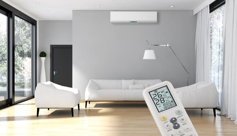 KLimaanlage in einem moderenn Wohnzimmer mit Steuerung über Fernbedienung