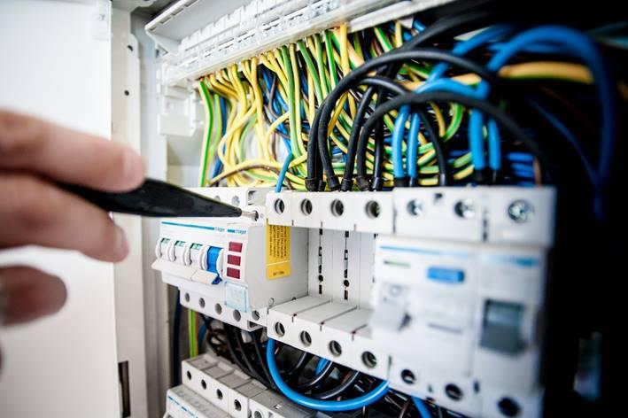 Elektroreparatur an einem Sicherungskasten durch einen unserer Elektriker