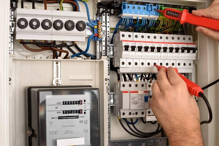 Prüfung eines Sicherungskastens durch unsere Elektriker